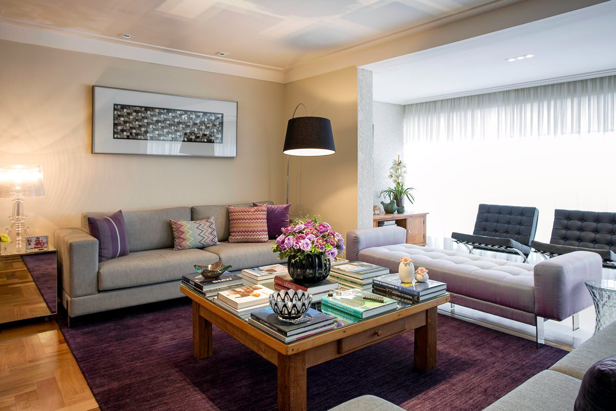 Traditional_living_room_with_midcentury_touches